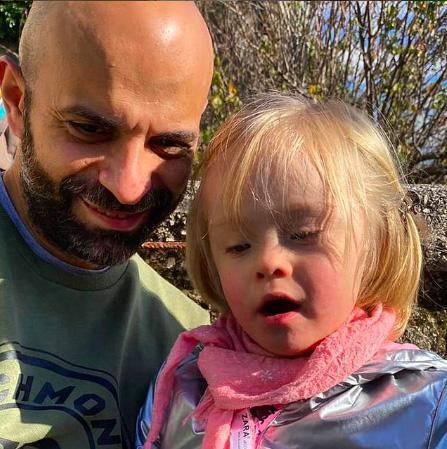 Luca Trapanese Quarantatreenne papà single che nell'estate del 2017 ha preso in affido e poi adottato Alba, neonata con sindrome di down non riconosciuta dai genitori alla nascita - Influencer score: 83