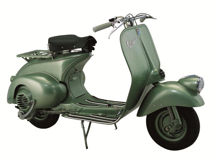Vespa 125 (1948) - La prima Vespa 125 cc. Differisce dalla 98, oltre che per la cilindrata, per l'introduzione della sospensione posteriore; viene modificata anche la sospensione anteriore