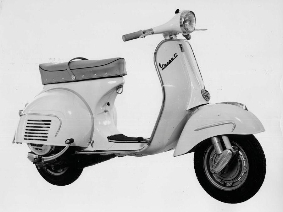 Vespa 160 GS (1962) - Nasce per continuare il successo commerciale della prima GS, e vanta un design completamente nuovo. Nuovi anche silenziatore, carburatore e sospensioni. Potenza 8,2 CV a 6.500 giri
