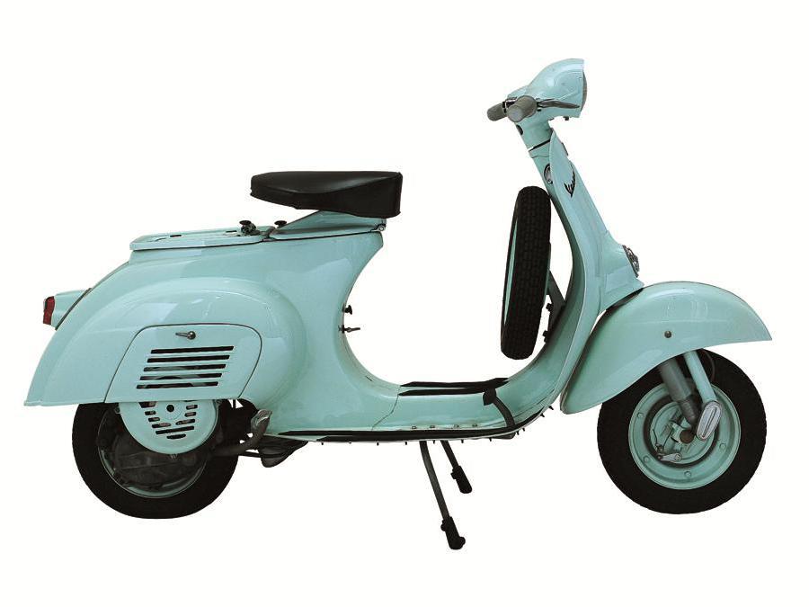 Vespa 50 (1964) - La prima con motore da 50 cc: pensata per il nuovo Codice della strada che impone la targa ai veicoli di cilindrata superiore. E' l'ultimo progetto firmato da Corradino D'Ascanio