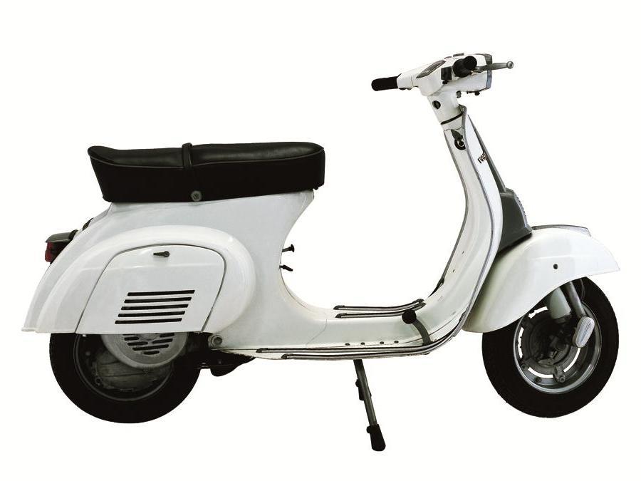 Vespa 50 Special (1969) - Manubrio spigoloso con faro rettangolare: inizia l'era della Vespa Special. Resterà in produzione fino al 1983 diventando un best seller, con 753.637 unità vendute