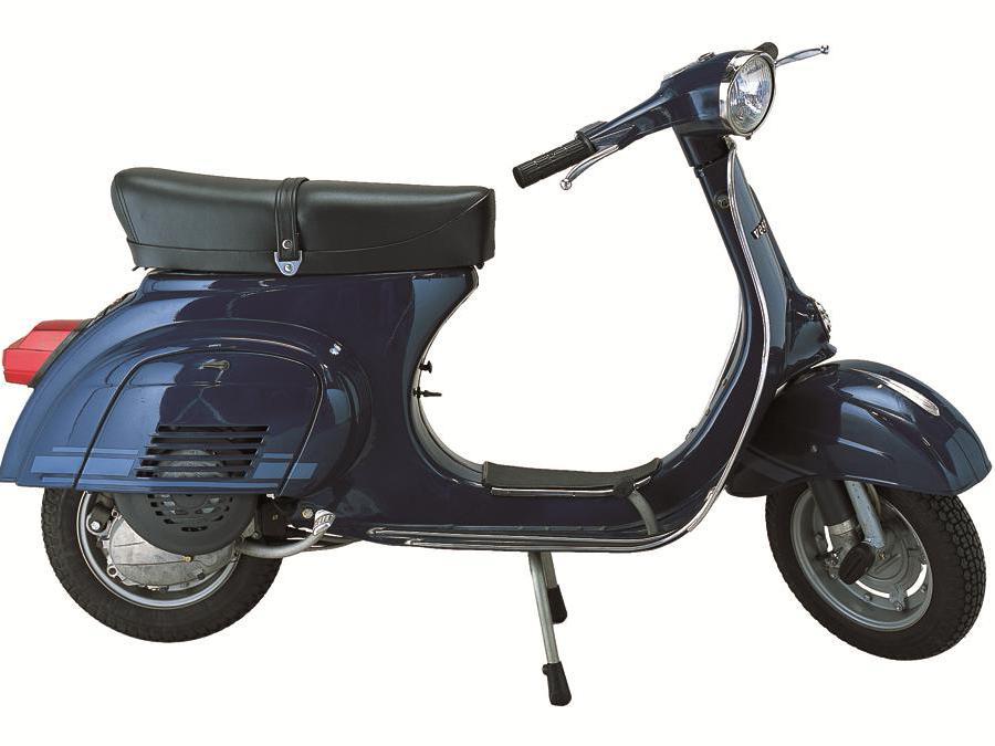 """Vespa 125Primavera ET3 (1976) - La sigla significa """"Elettronica 3 travasi"""", e segna importanti modifiche al propulsore, reso più potente e brioso. Variata anche l'estetica rispetto alla Primavera standard"""