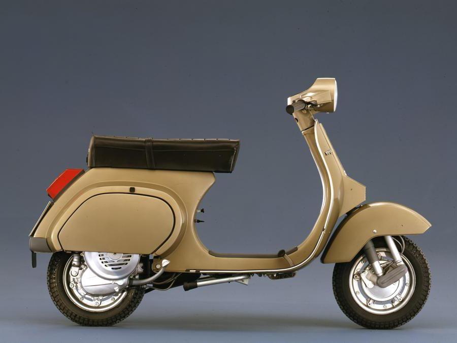Vespa PK 125 (1983) - Sostituisce la Vespa Primavera. La carrozzeria della PK è completamente diversa da quelle degli scooter precedenti: le saldature della scocca non sono più sovrapposte, ma intere