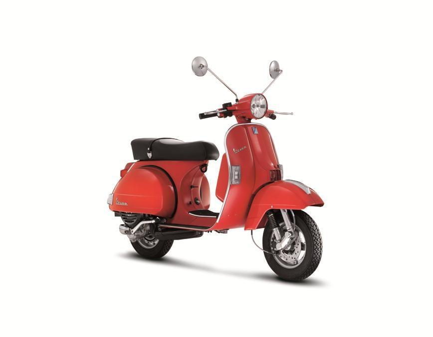 Vespa GTS 250 i.e. (2005) - Cinquant'anni dopo la nascita della Vespa GS (Gran Sport), primo scooter sportivo della storia e ancora ricercatissima da appassionati e collezionisti. Nel 2011 Vespa GTS cresce fino alla classe 300