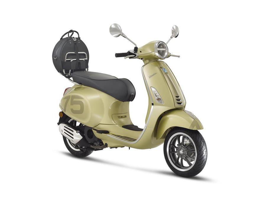 Vespa 75th (2014) - Serie speciale per i 75 anni di vespa, che sarà venduta solo nel 2021. Dispobibile nei modelliPrimavera (cilindrata 50, 125 e 150 cc) eGts (cilindrate 125 e 300 cc)