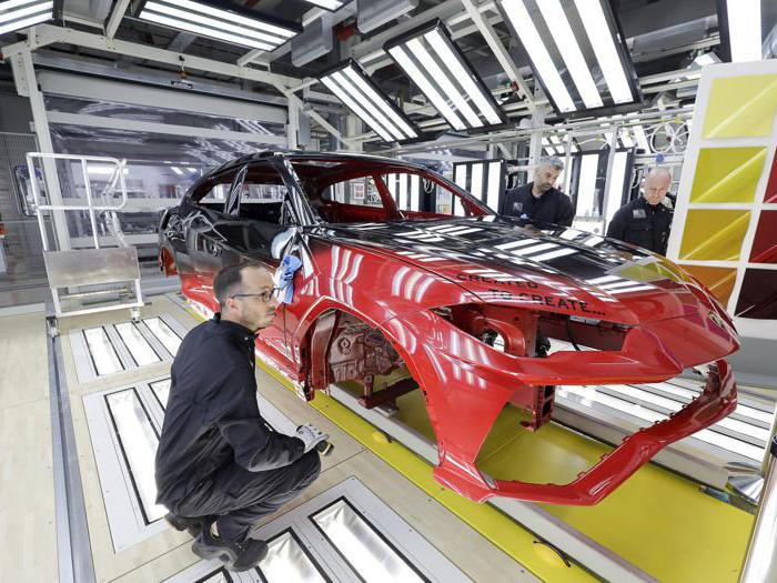 Lamborghini Urus, viaggio nello shop dei colori di Sant'Agata