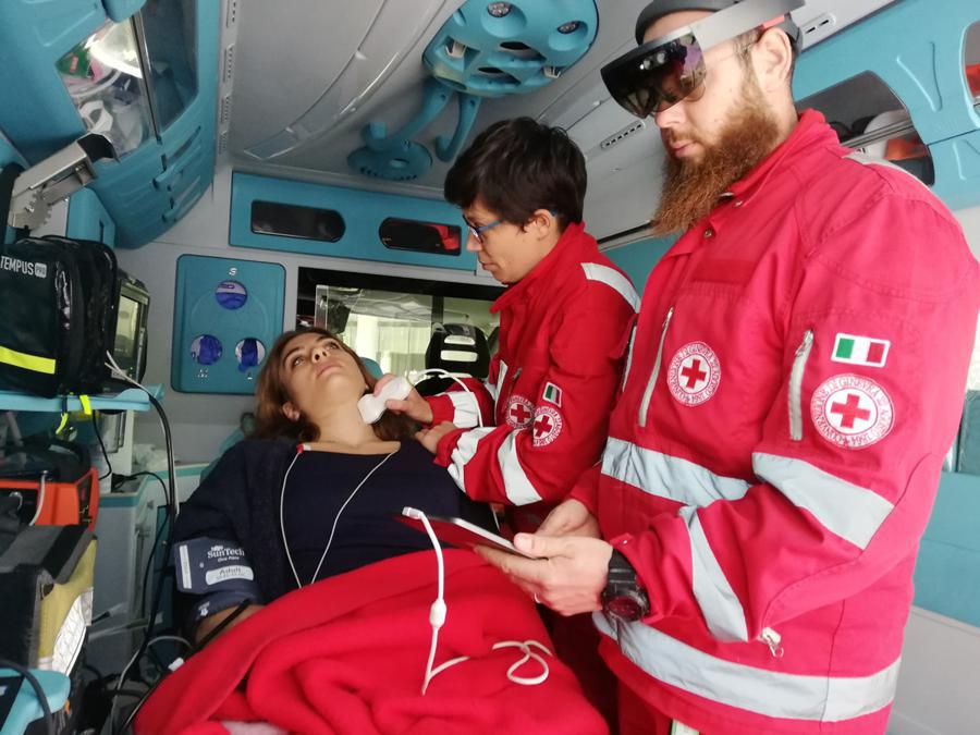 L'ambulanza high-tech: i paramedici inviano in tempo reale le immagini della diagnostica