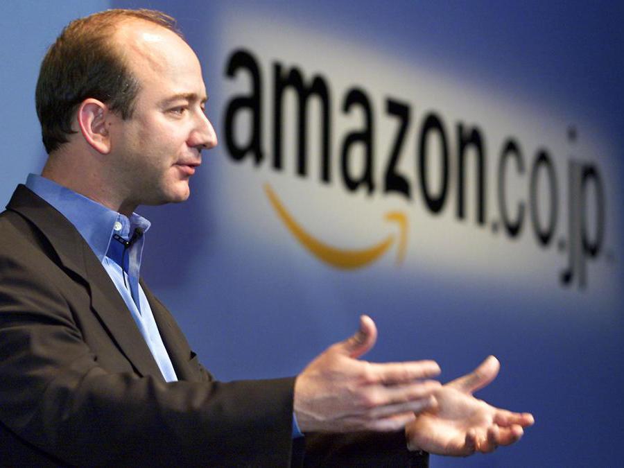2001 - Jeffrey Bezos fondatore e amministratore delegato di Amazon. (Photo by TORU YAMANAKA / AFP)