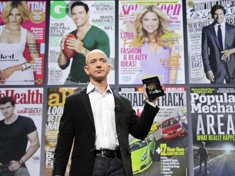 2011 - Jeff Bezos presenta, il  Kindle Fire. (AP Photo/Mark Lennihan)