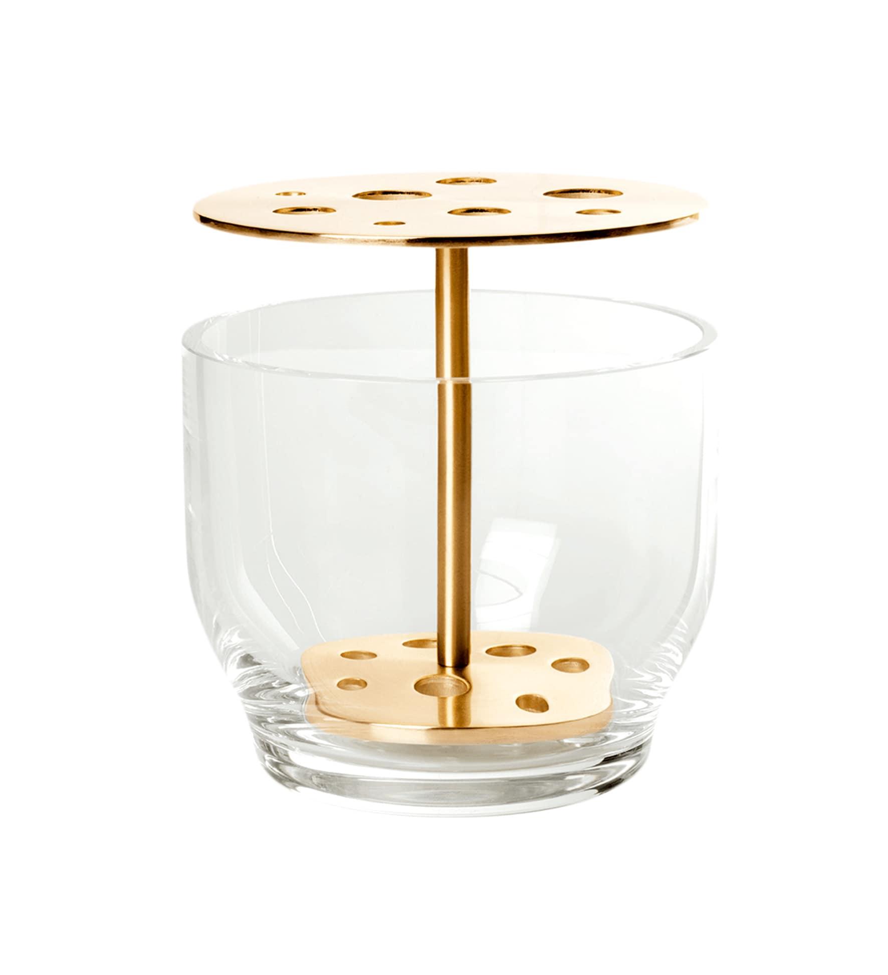 Portafiori Ikebana, design Jaime Hayon, in vetro e ottone, FRITZ HANSEN (100 €).