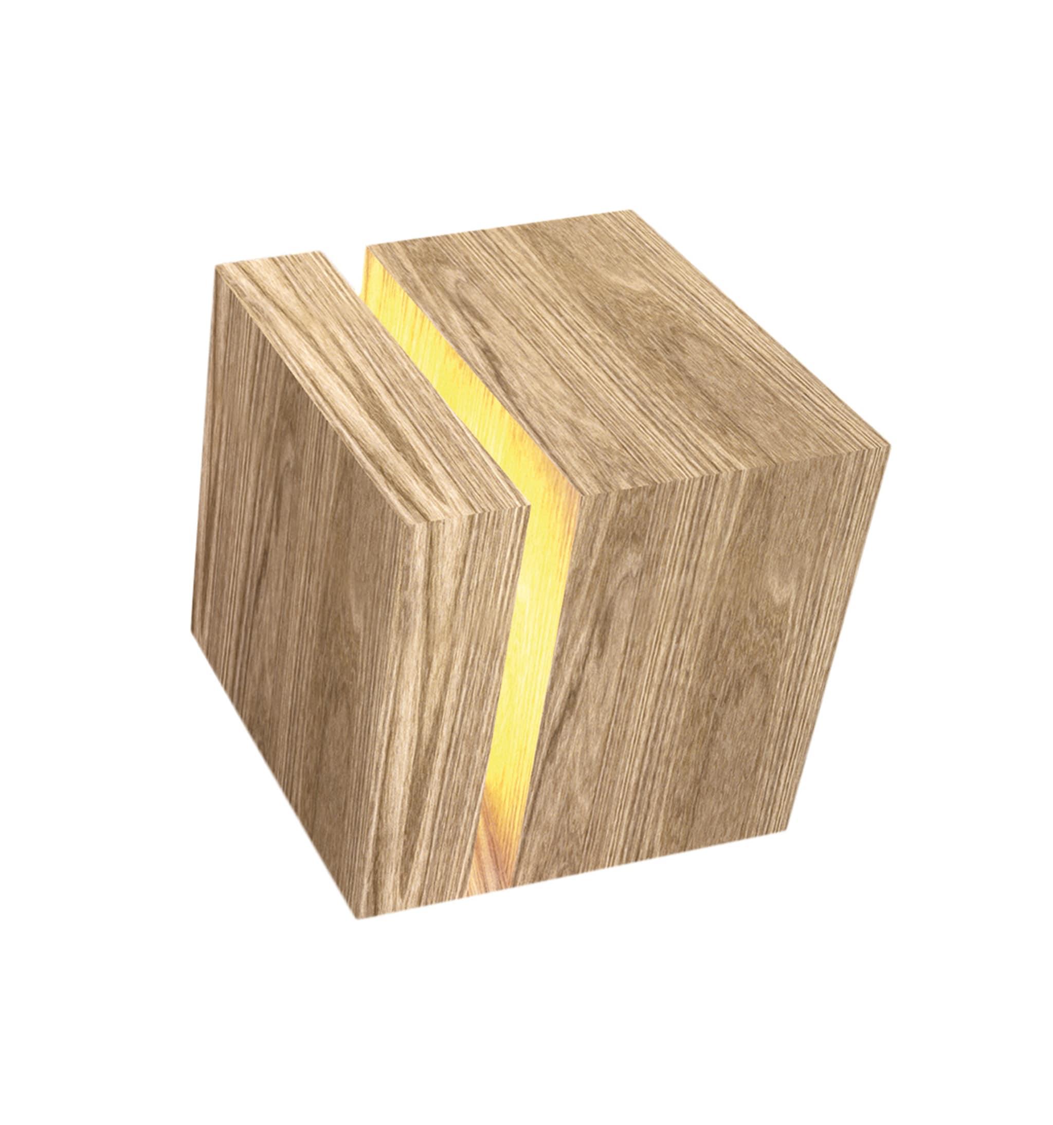 Cubo luminoso Abat Jour, design Archea Associati, in rovere massello trattato a olio, ITLAS (prezzo su richiesta).