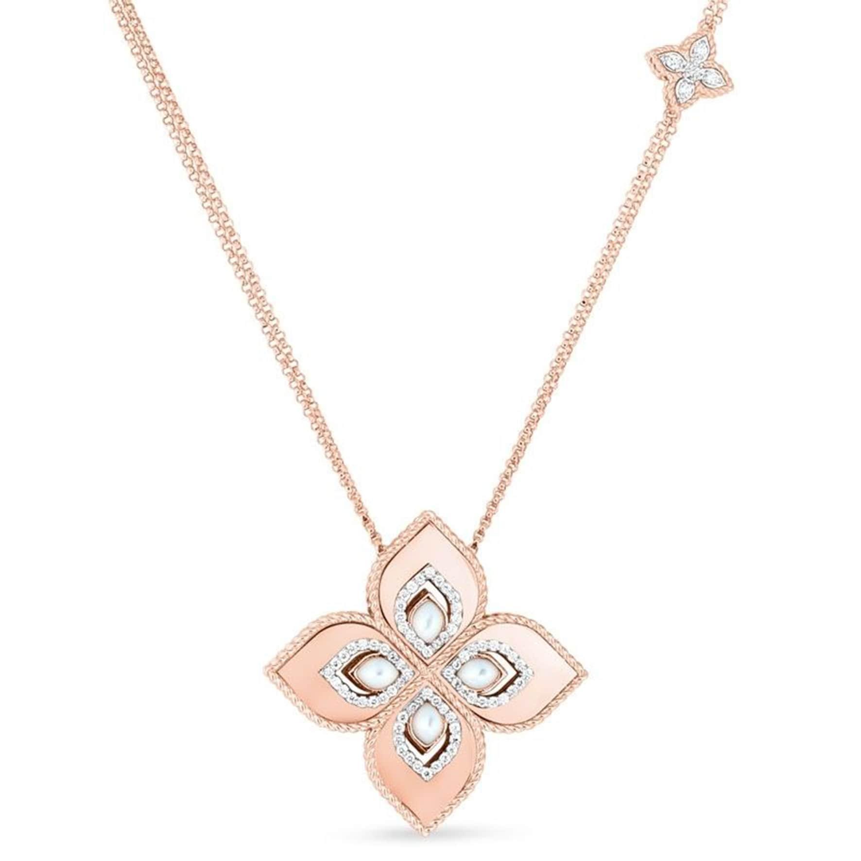 Pendente Princess Flower in oro rosa, con madreperla cabochon e diamanti, ROBERTO COIN (8.400 €).