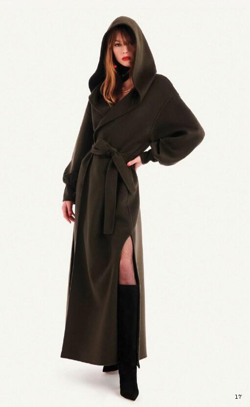 Luisa Spagnoli. Maxi cappotto in panno double con cappuccio.