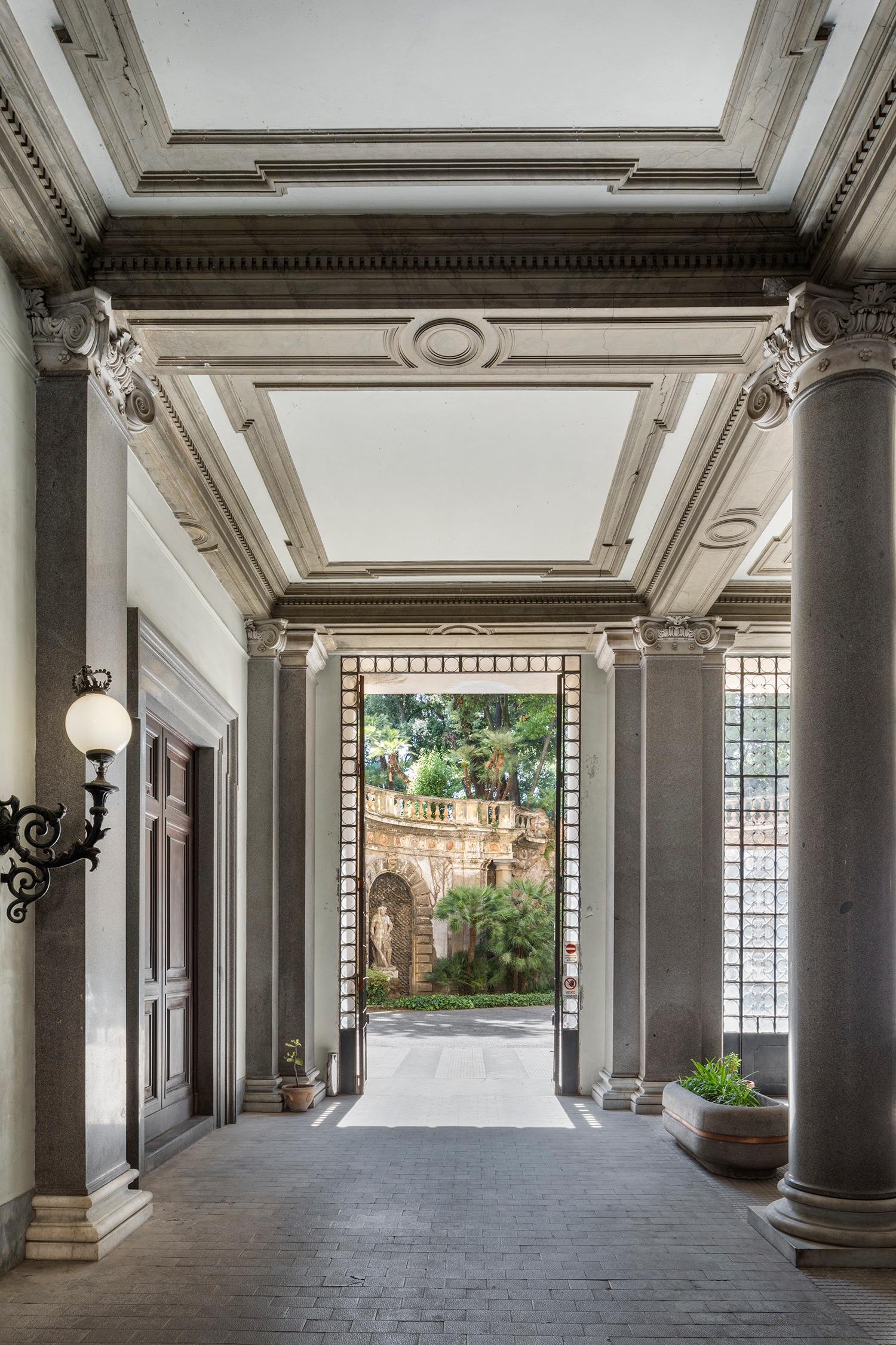 Palazzo Brancaccio, ingresso da Via Merulana con vista sul giardino interno (foto di Serena Eller)