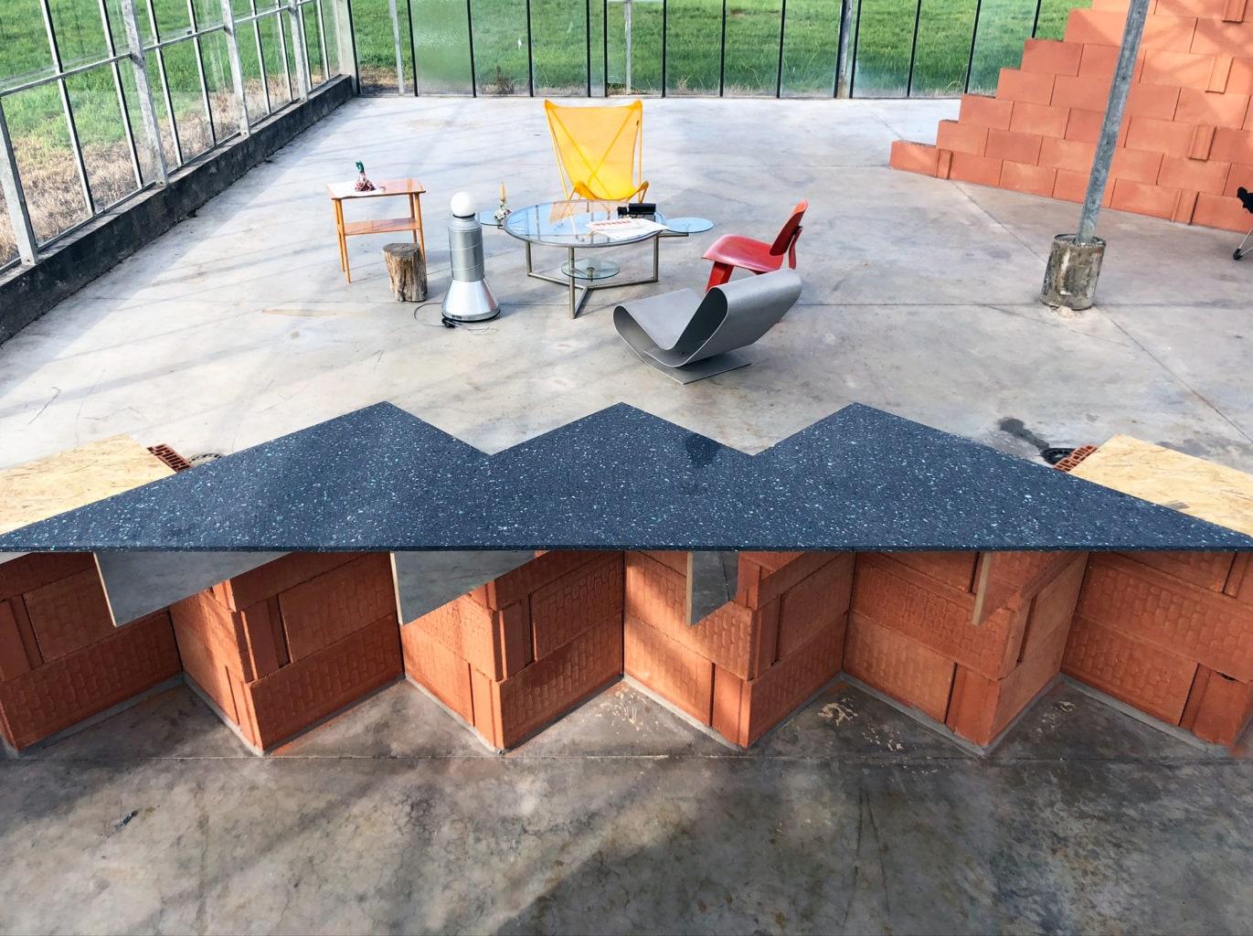 Serra, un soggiorno segreto, spazio multifunzionale di 1.000 mq di Theo De Meyer e Stefanie Everaert nella campagna di Gand, Belgio.