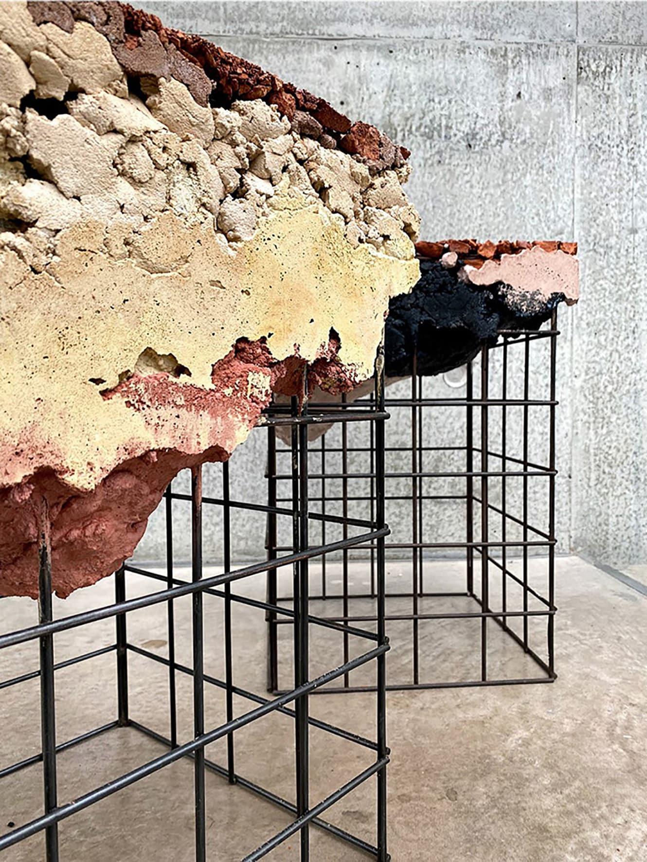 Complementi modulari Appropriating the grid, in cemento e ferro, Irene Roca Moracia.