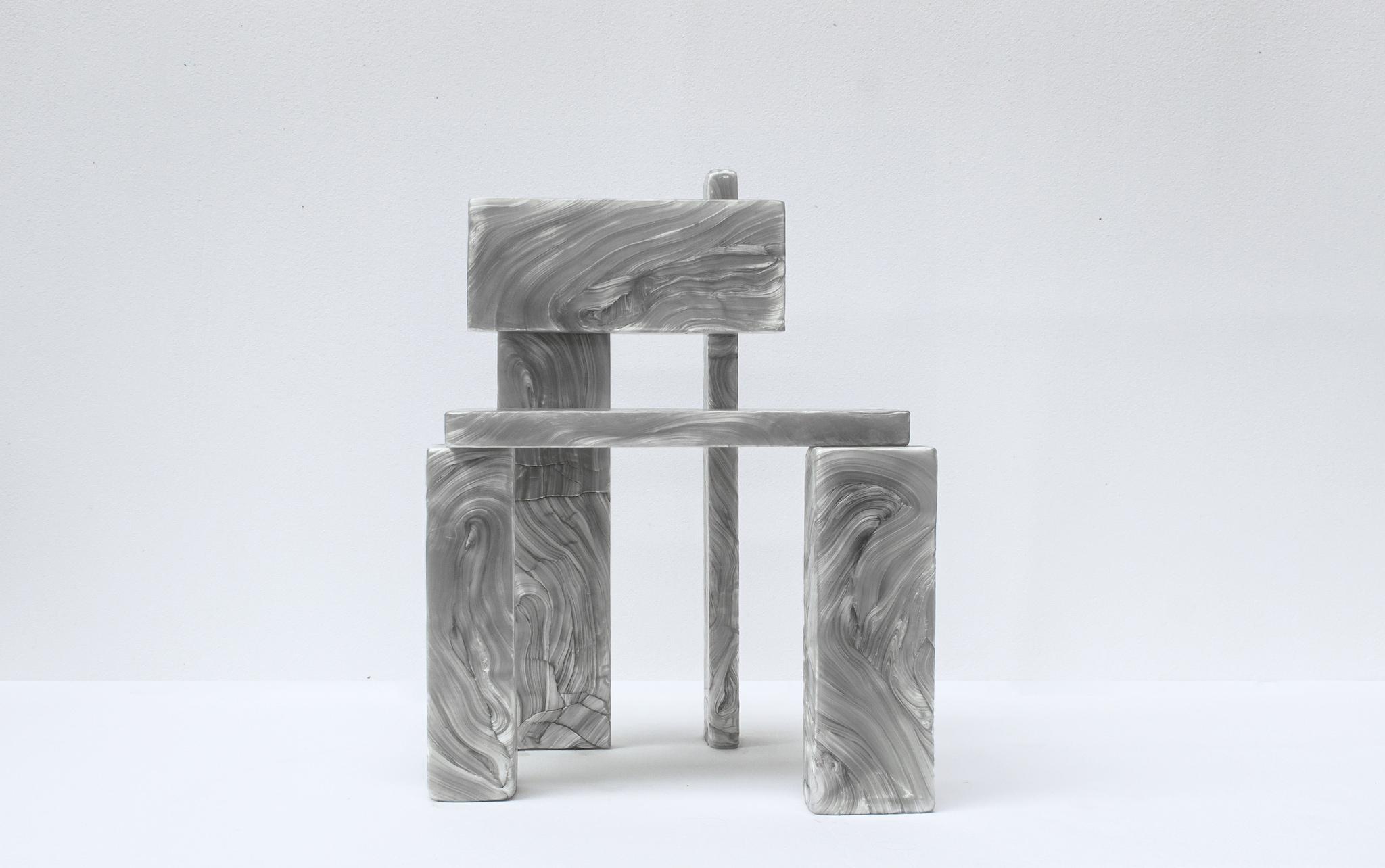 Sedia Mother of Pearl, in policarbonato riciclato, MARTEN & JOOST per Galerie Philia (edizione limitata di 10 pezzi, 5.500 €).
