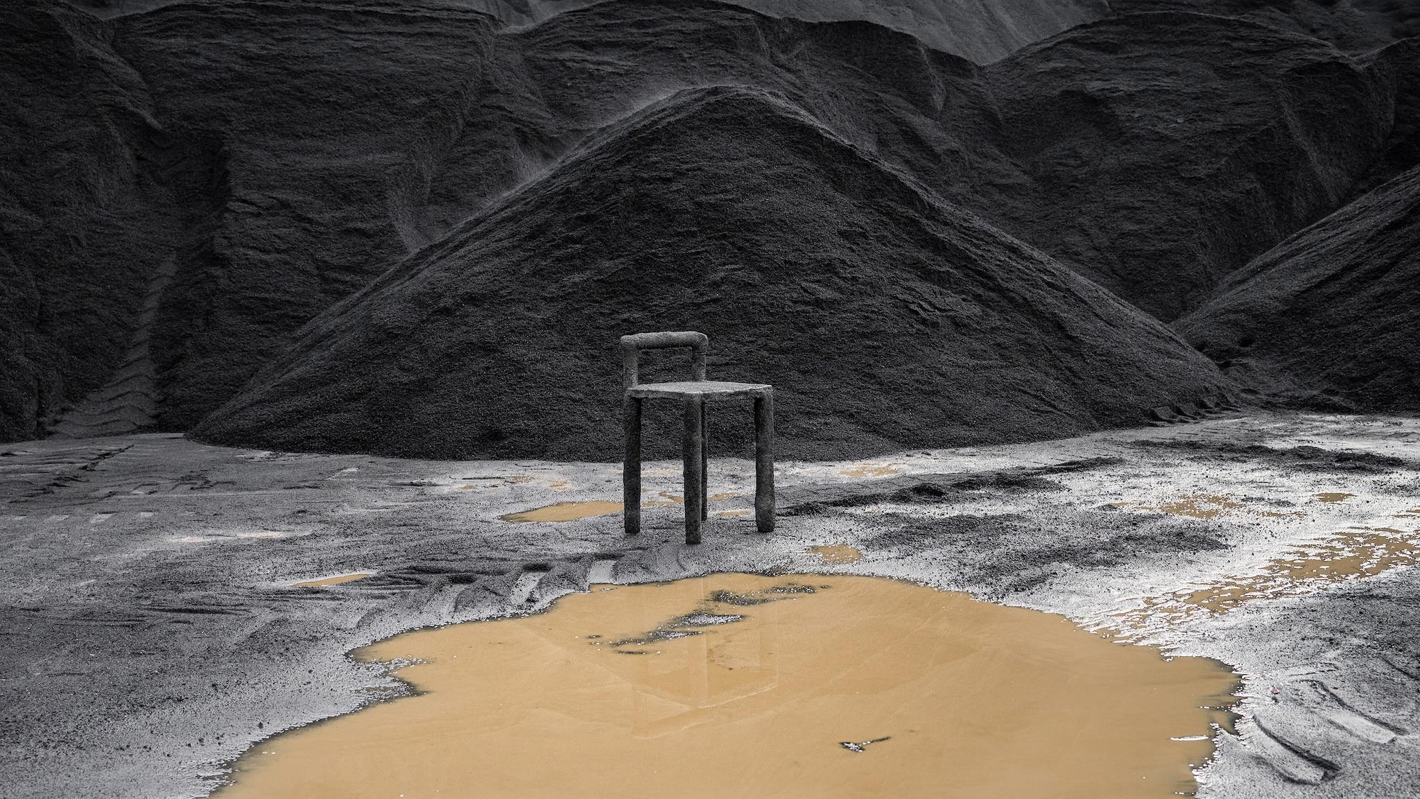 Sedia This is Copper, realizzata con gli scarti di produzione della lavorazione industriale del rame, THUSTHAT.