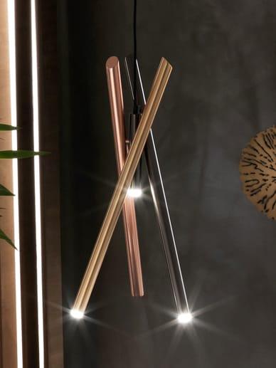 Chandelier Shangai, composto da tre tubolari metallici con finiture oro, rame e cromo, RIFLESSI (versione big, 598 €).
