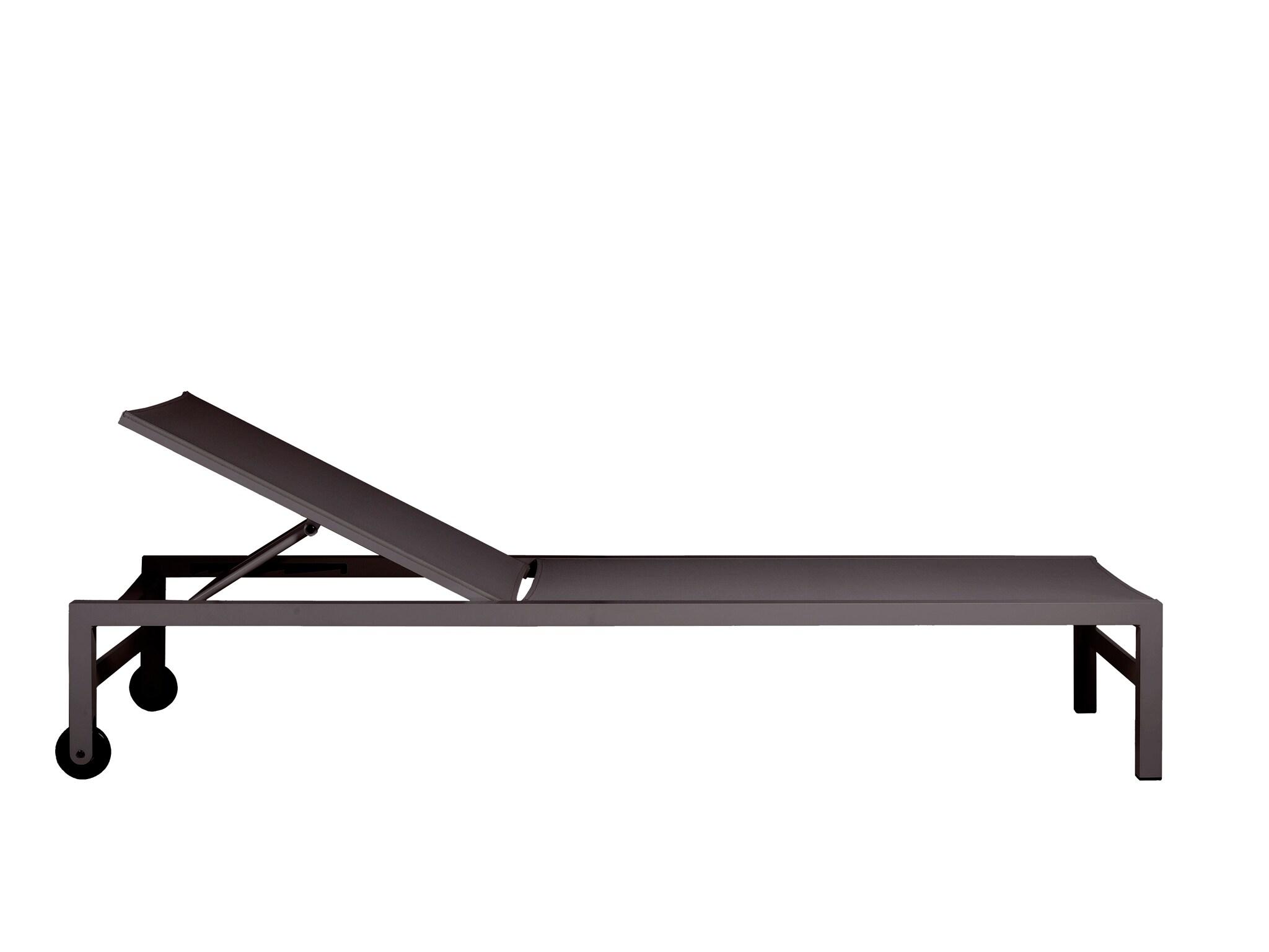 Lettino Forum, in alluminio verniciato a polvere e seduta in tessuto Batyline ad alta resistenza, TRIBÙ (895 € + Iva).