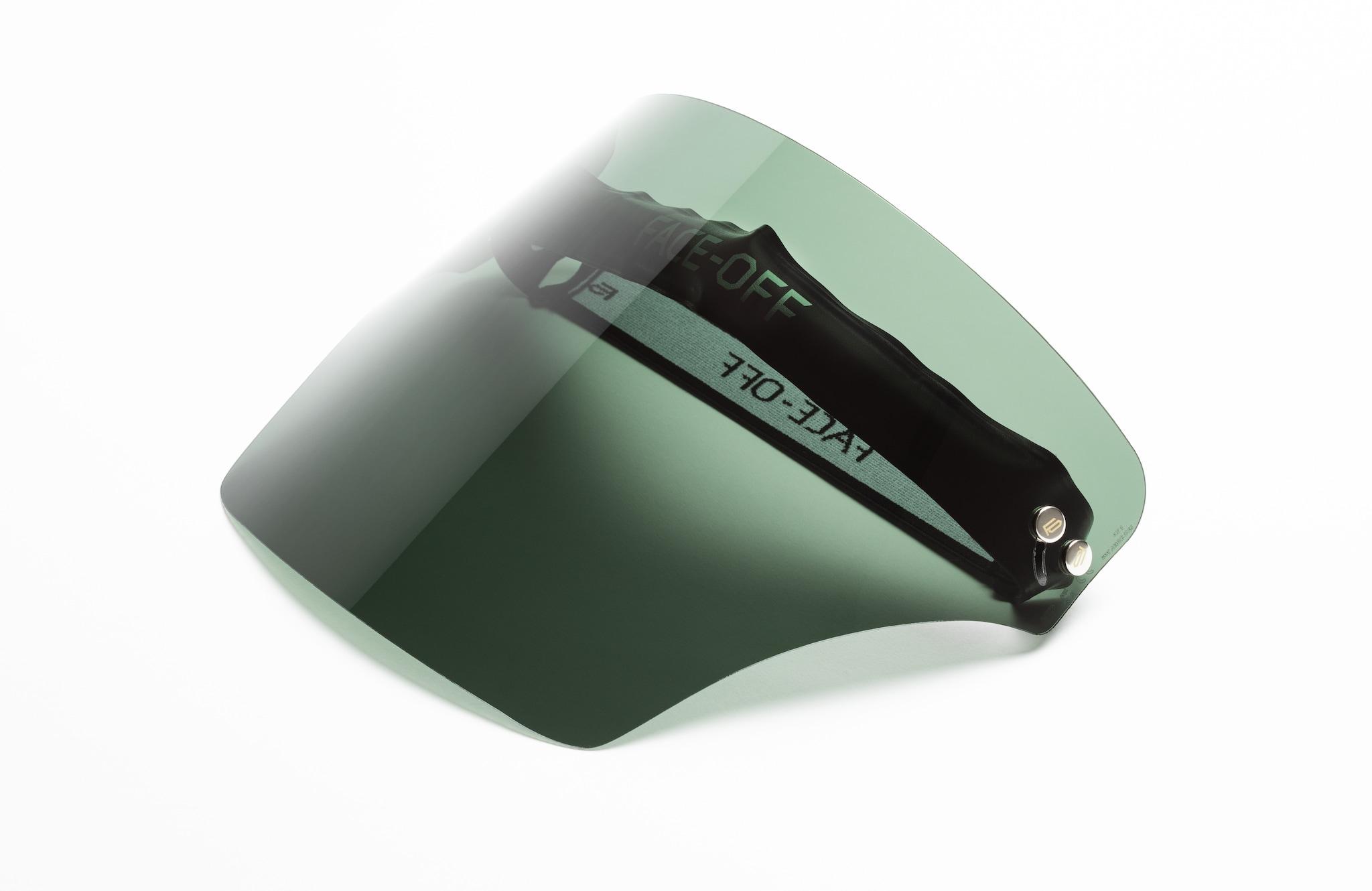 FACE OFF Visiera mobile con fascia in ecopelle e lente a tre tecnologie: fotocromatica, rinforzante e anti appannamento, Green Oasis (199 €).