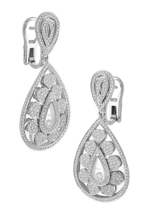 Chopard. Orecchini pendenti Happy Diamonds, con diamante mobile all'interno della goccia.