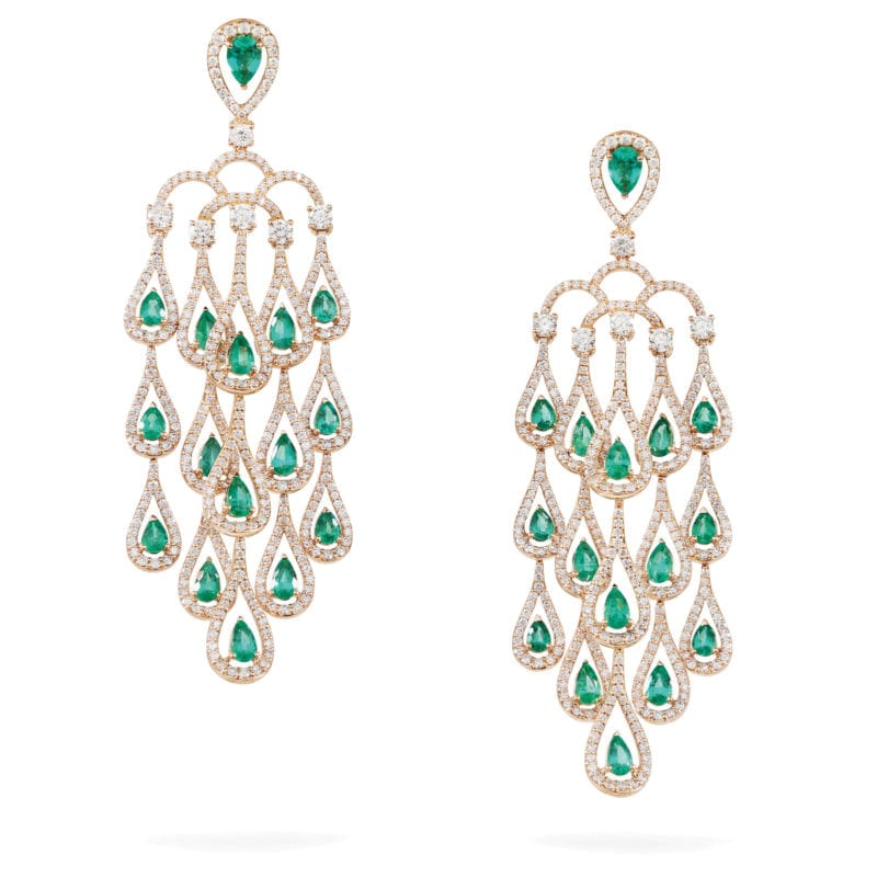 Gismondi 1754. Orecchini Era grandi, in oro rosa con smeraldi a goccia e diamanti.