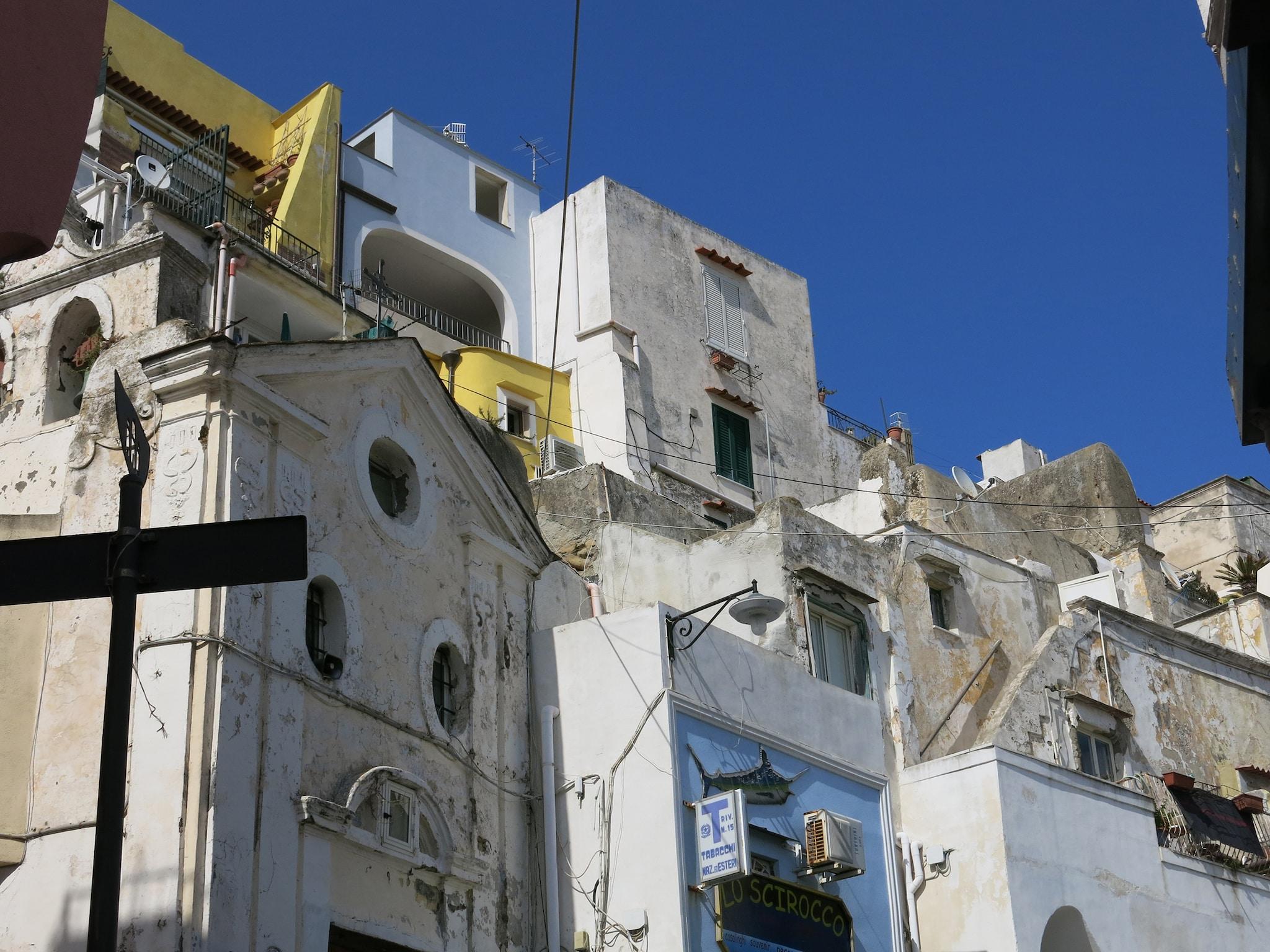 Architetture procidane a Marina Corricella.