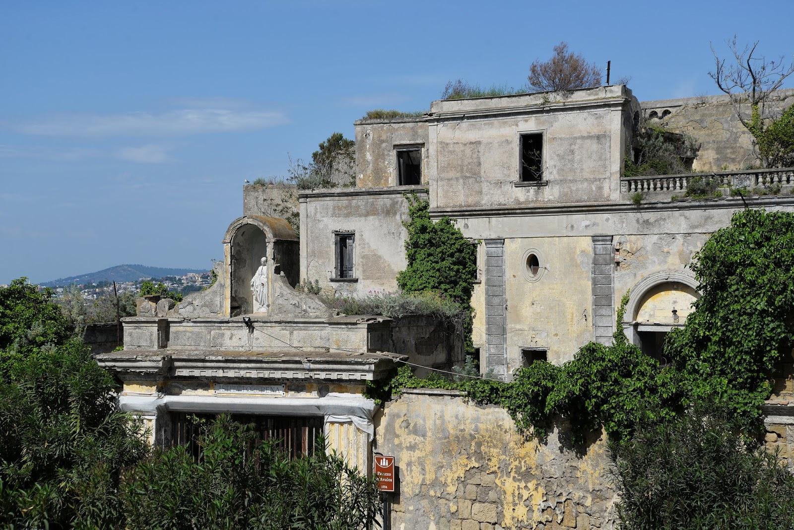 Palazzo d'Avalos, l'edificio dominante di Terra Murata.