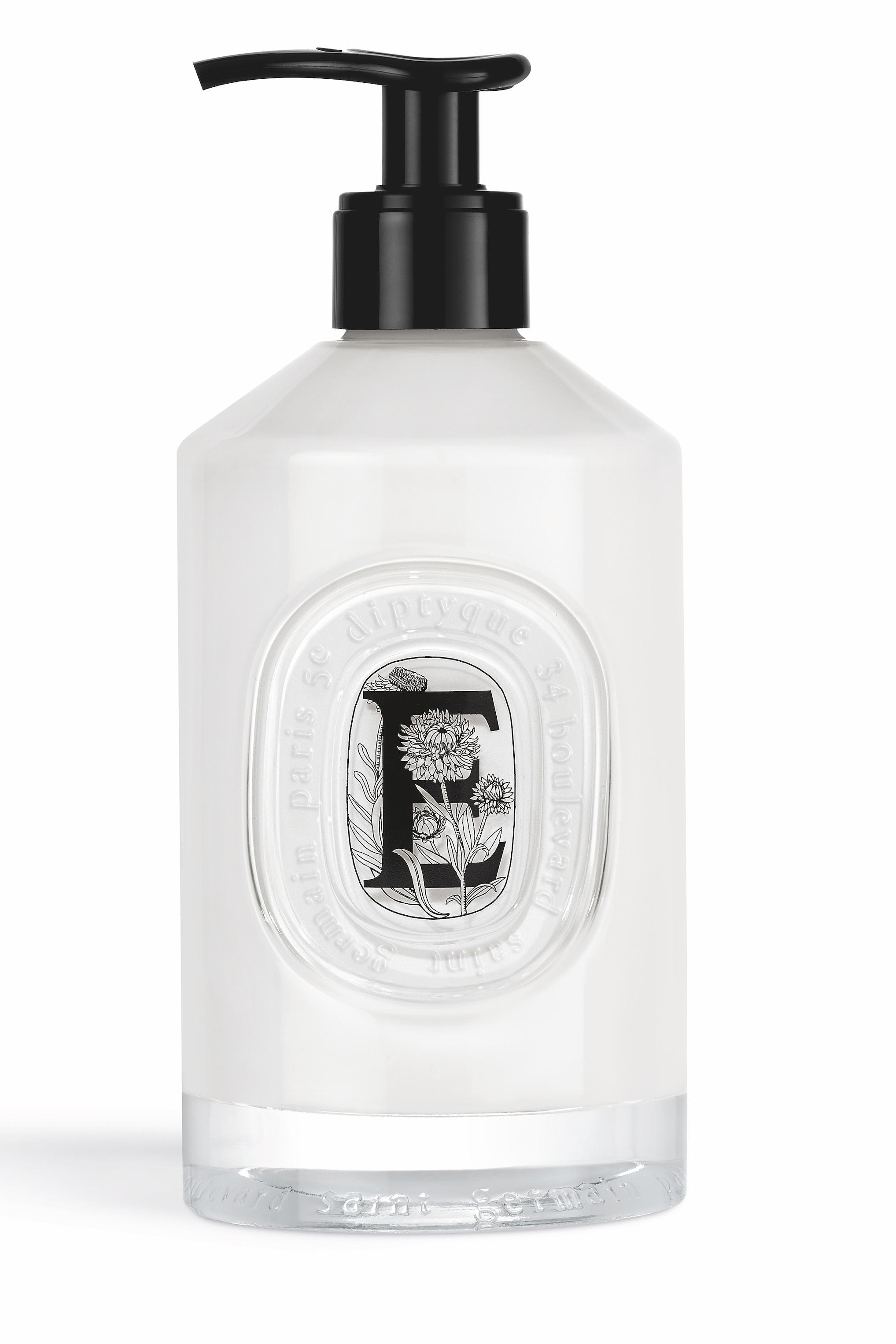 Emulsione delicata con acqua di camomilla romana e olio di sesamo, DIPTYQUE (54 €, 350 ml flacone ricaricabile).
