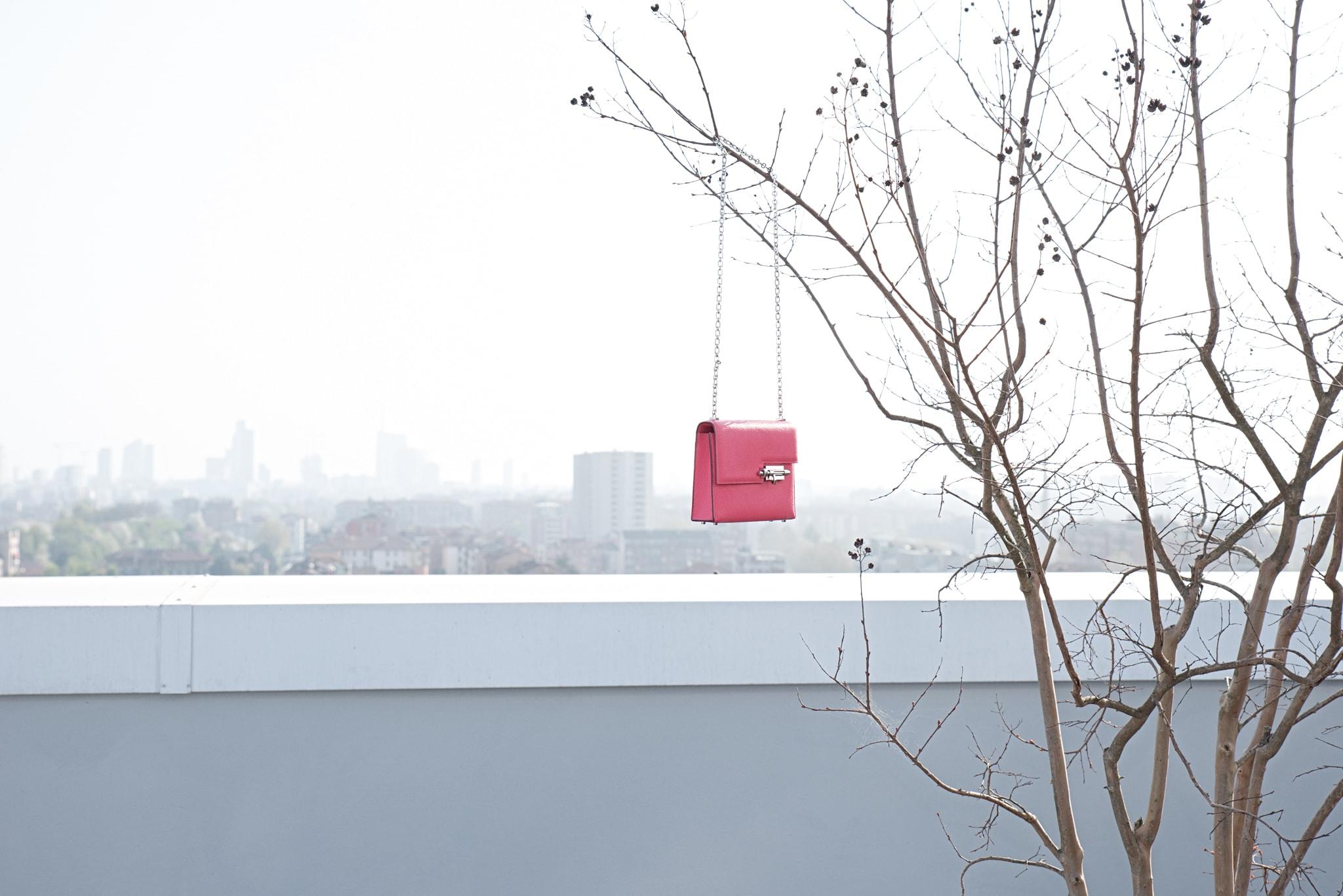 Minibag in nappa con catena, HERMÈS (5.500 €). Foto Federica Nardese.