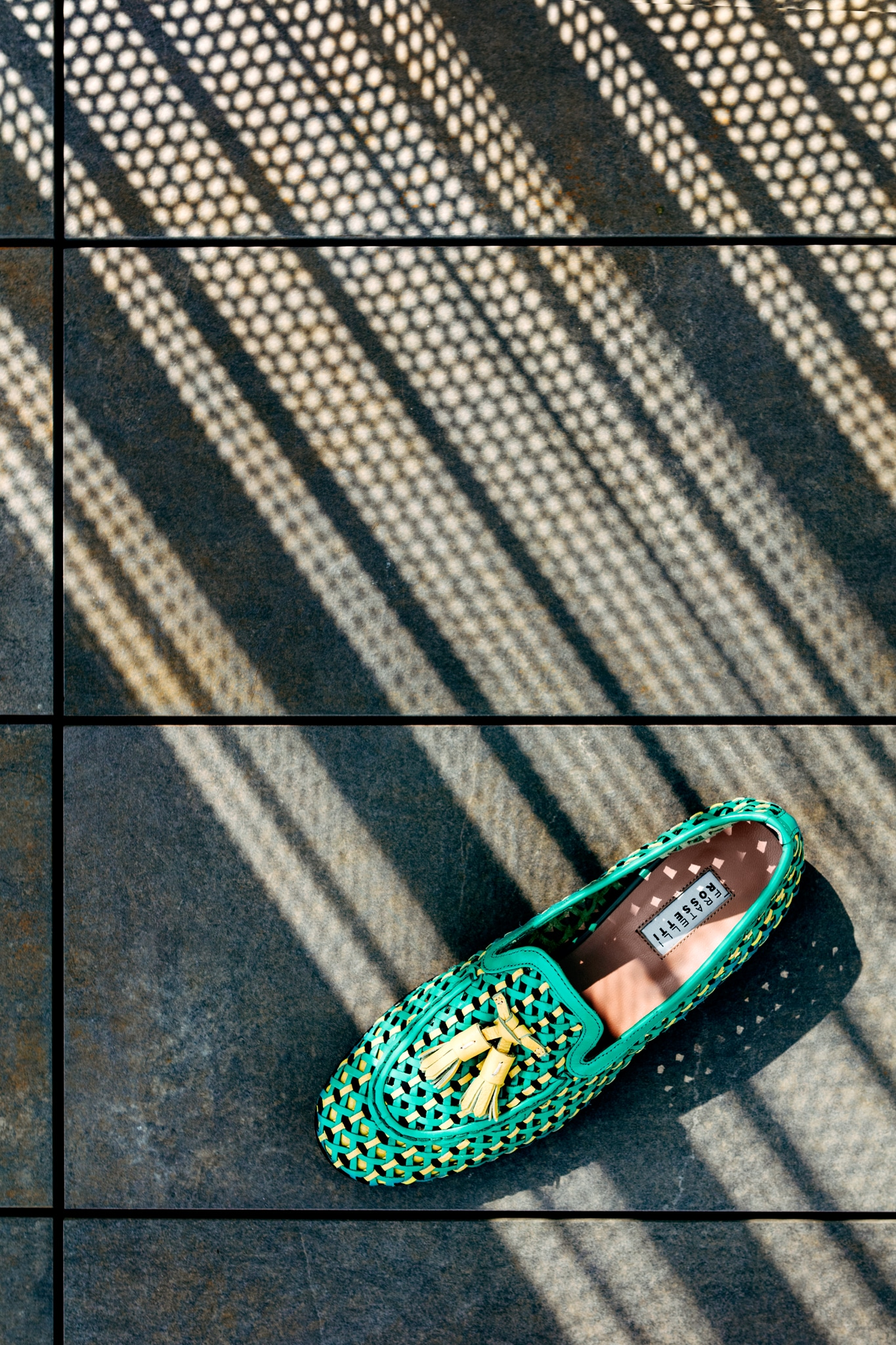 Mocassino Brera in pelleintrecciata, FRATELLI ROSSETTI(530 €). Foto Lea Anouchinsky.