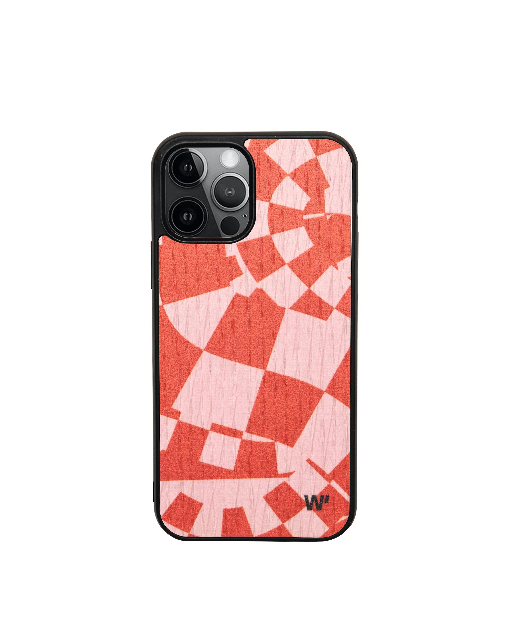 Cover in legno intarsiato per iPhone 12, Fluid Chess WOOD'D (39,90 €).