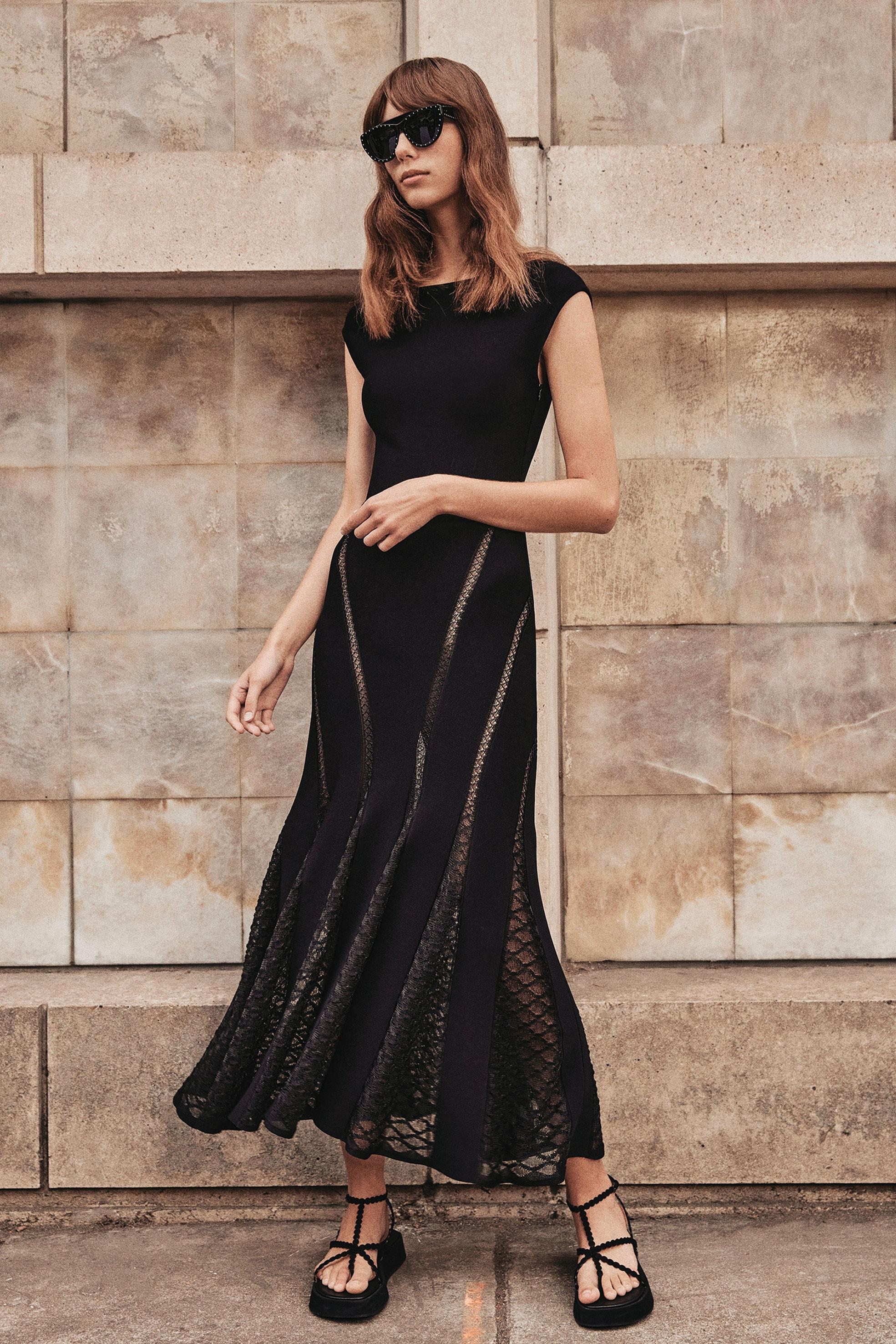 MAISON ALAÏA Vestito senza maniche in popeline di cotone compatto, traforato con motivi grafici.