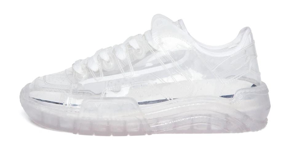 GCDS Sneakers Skate in pvc trasparente (365 €).