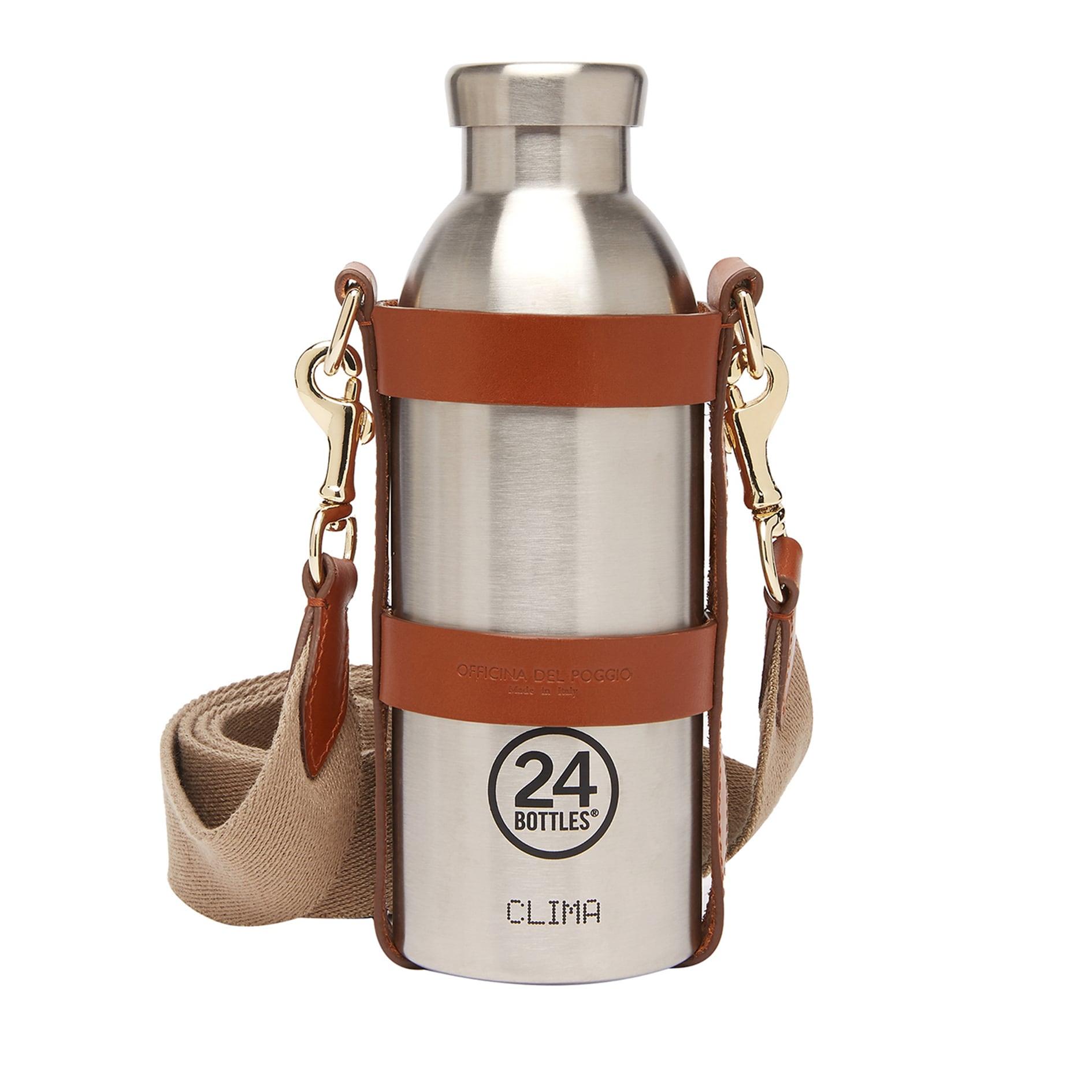 Bottiglia termica, in acciaio con tracolla in pelle, 24BOTTLES x OFFICINA DEL POGGIO (202 €).