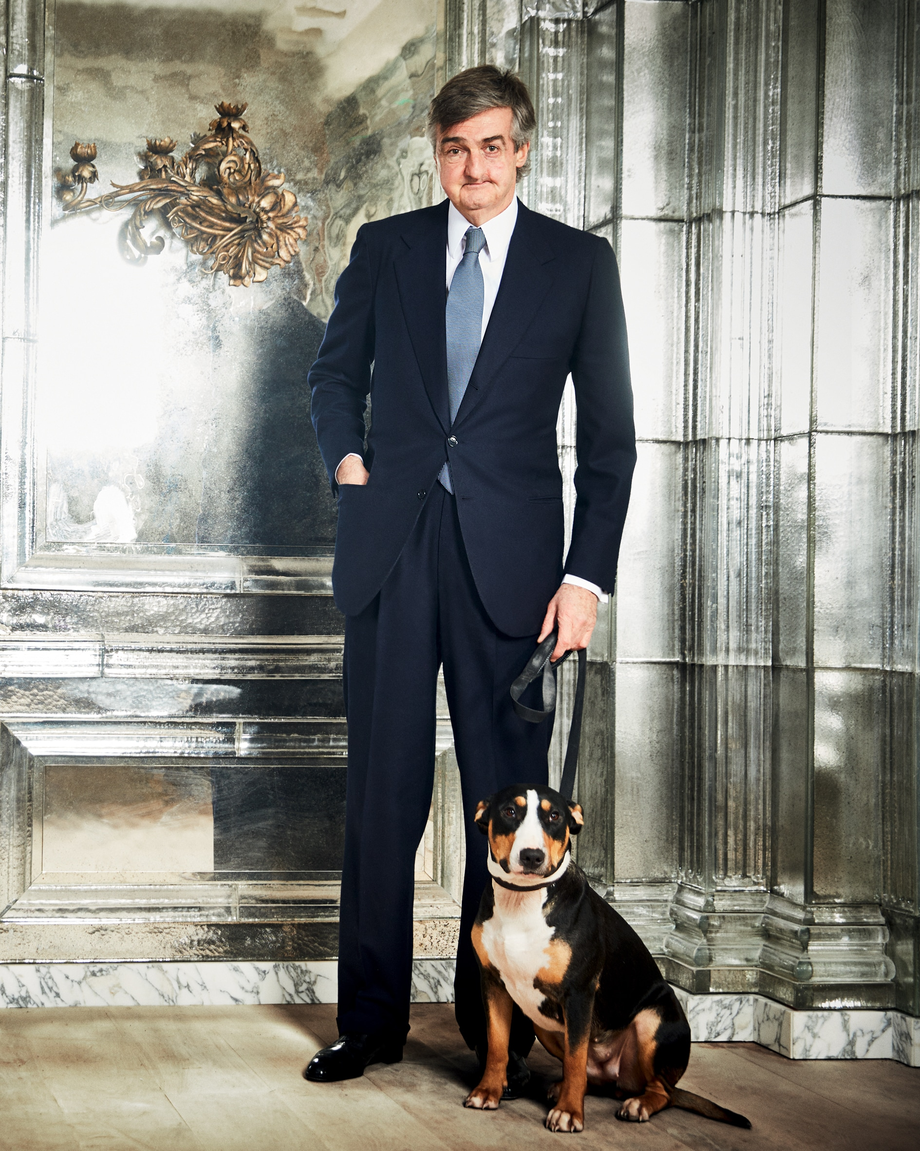 «Lei, la mia cagnolina, si chiama Peg», dice Robin Birley, qui fotografato all'Oswald's Club, nel quartiere londinese di Mayfair.
