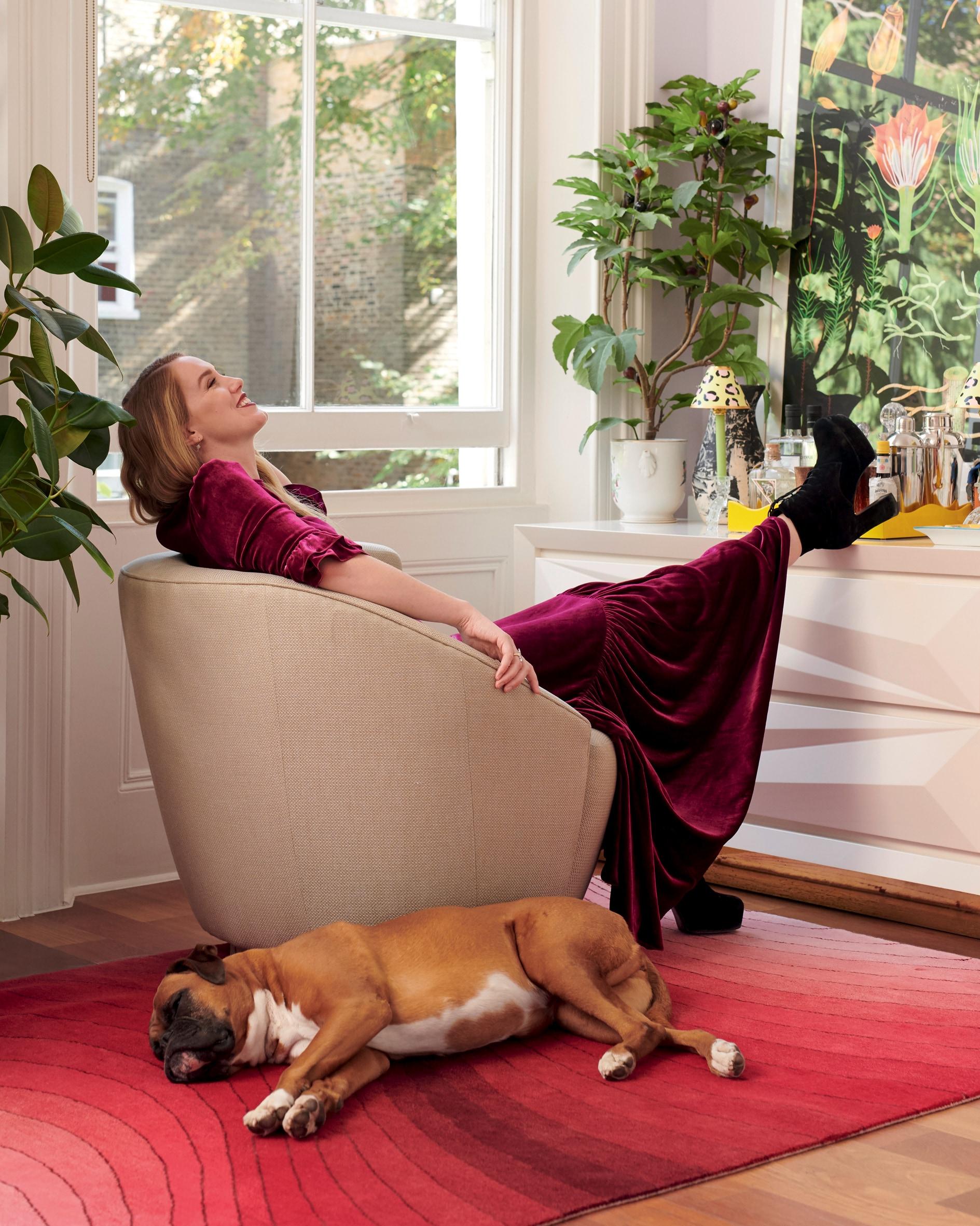«Chiamo i miei cani come le cose che mi piacciono», dice la designer Olivia von Halle. «Finora ho avuto Pudding, Ruby e ora Bathtub, soprannominata Tubs».