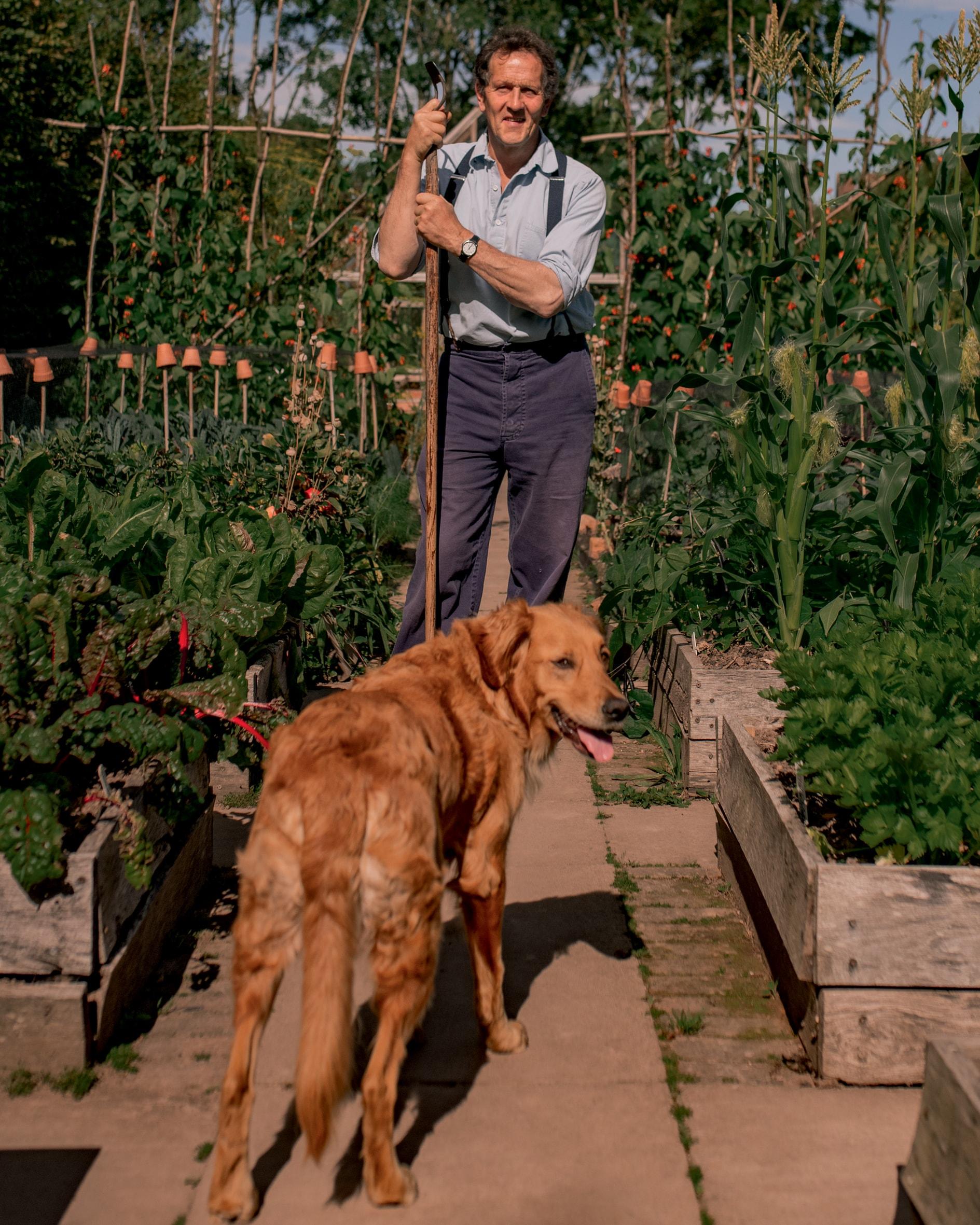 Proprietario di cani da molti anni, il giardiniere, scrittore e conduttore tv ha perso il suo amato cane Nigel, lo scorso maggio, dopo 12 anni insieme. Una foto insieme a Nigel, della fotografa Marsha Arnold, è fra i suoi ricordi più preziosi.