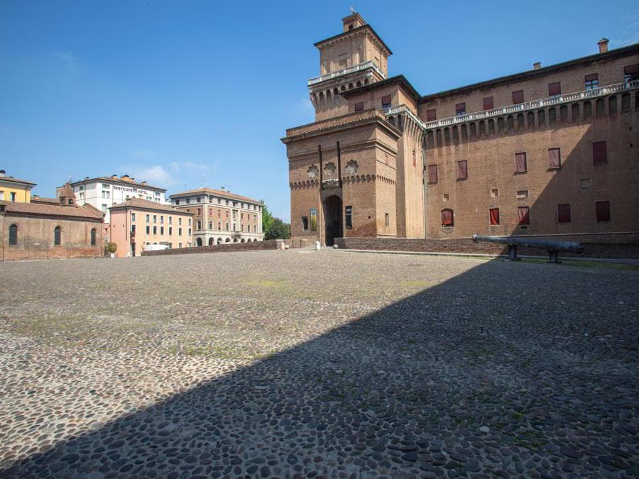 Ferrara, castello Estense (Giuseppe Zicarelli).
