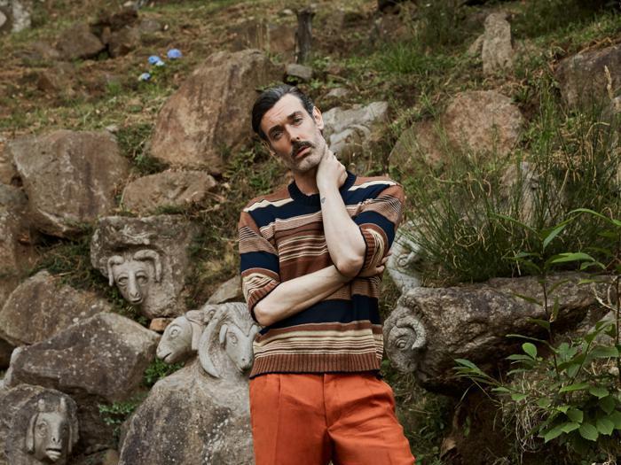 """L'uomo di Luca Larenza è un """"turista inglese"""""""