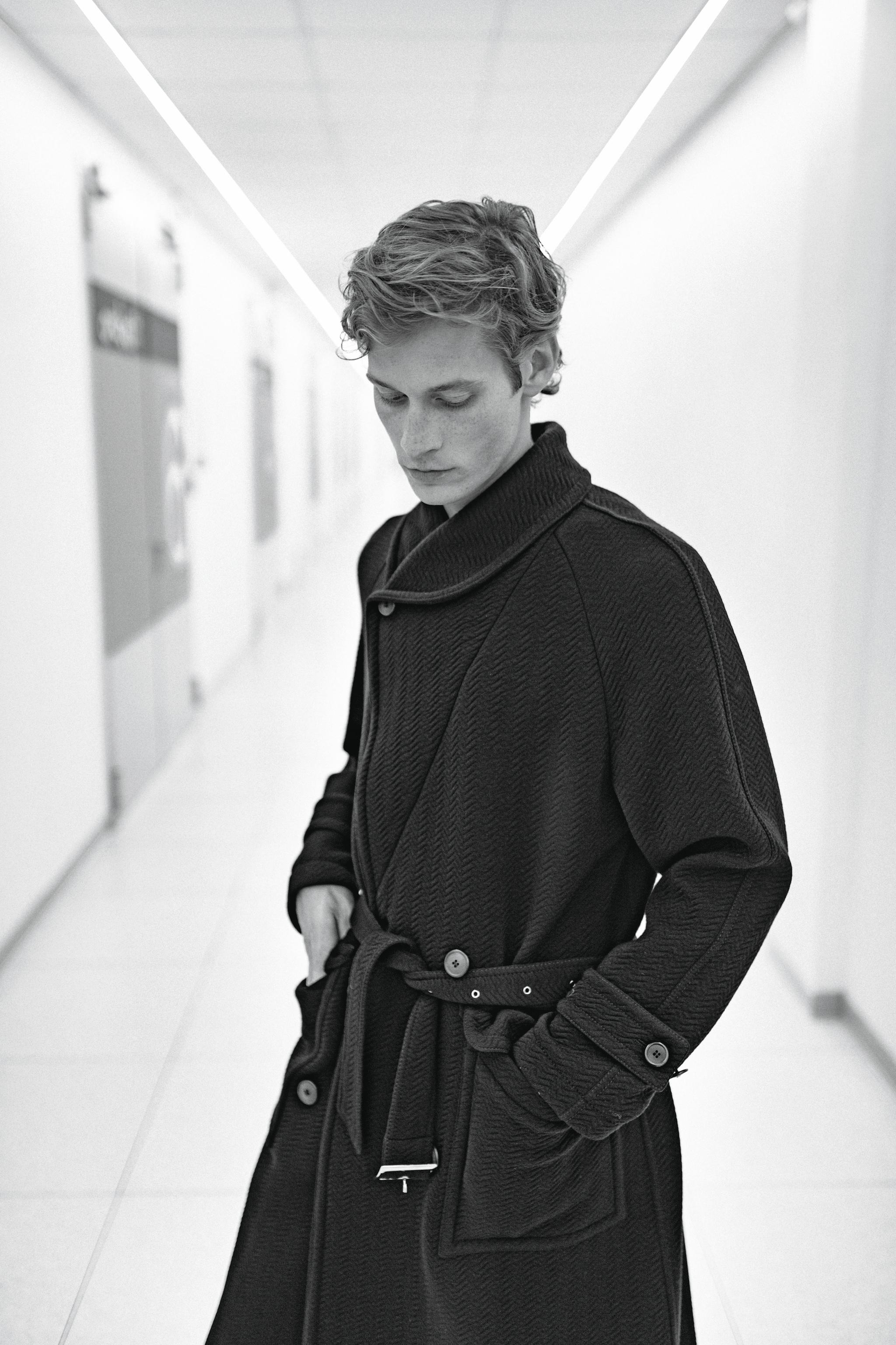Cappotto in lana operata con cintura in vita e tasche applicate, Giorgio Armani.