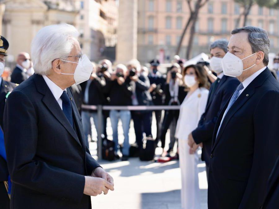 Segio Mattarella e Mario Draghi (Epa/Filippo Attili)