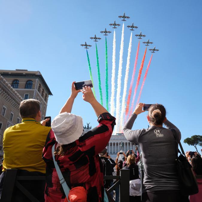Il passaggio delle Frecce Tricolori (LaPresse/Mauro Scrobogna)