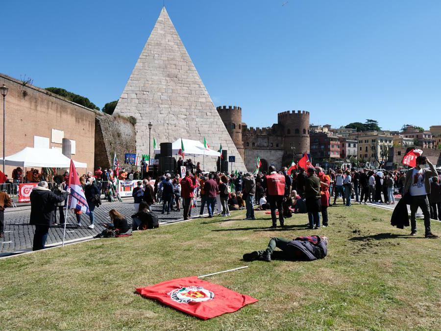 Manifestazione 25 aprile  - Porta San Paolo (LaPresse/Mauro Scrobogna)