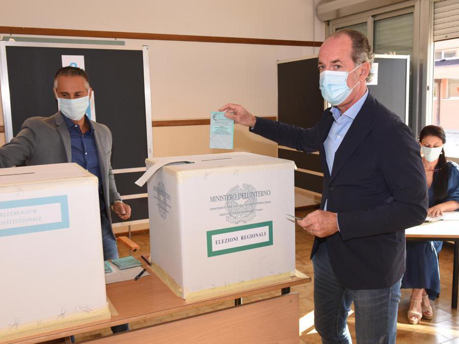 Il governatore del Veneto Luca Zaia al voto per le regionali e il referendum , San Vendemiano (Treviso),  (Ansa/Paolo Balanza)