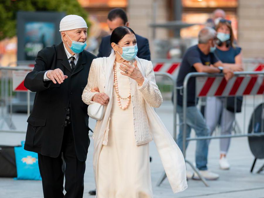 Beppe Menegatti e Carla Fracci durante la Messa in memoria delle vittime del Covid presso il Duomo di Milano ( Alessandro Bremec/NurPhoto via Getty Images)