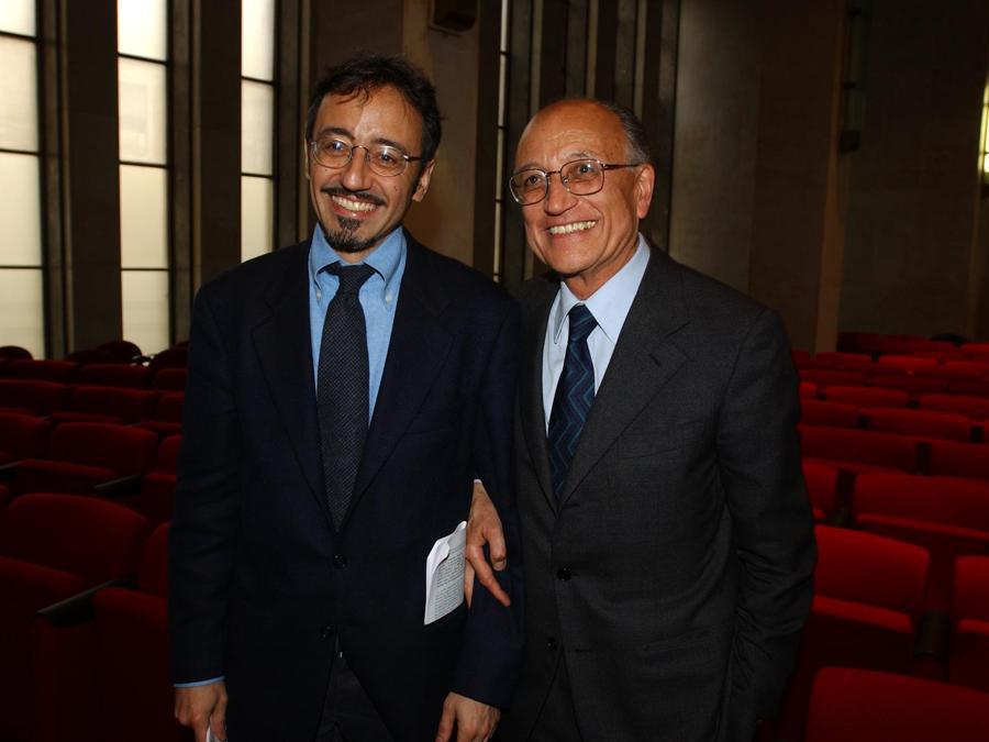 Tribunale, saluto del Procuratore generale della Repubblica Francesco Saverio Borrelli    con il figlio Andrea  - 2002 (Agf)