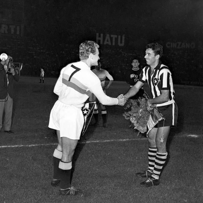 Torino - Giampiero Boniperti durante un match nel 1950 (Juventus FC - Archive/Juventus FC -  Getty Images)