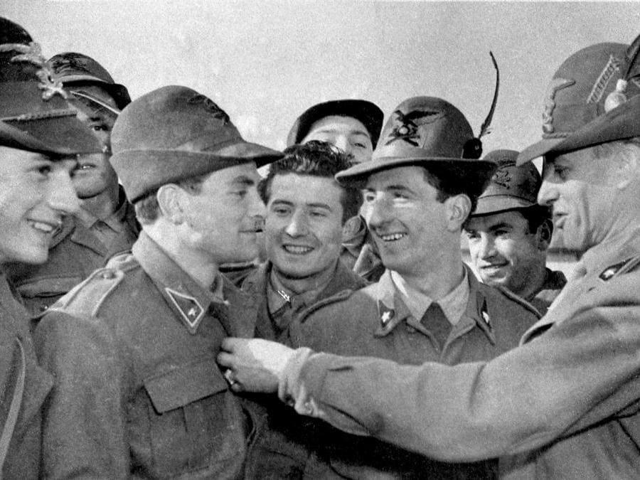 Giampiero Boniperti con la divisa militare nel 1953 (Juventus FC - Archive/Juventus FC via Getty Images)